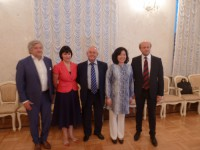 Участники и организаторы приема в Посольстве России