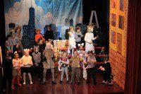 На сцене – актеры детской театральной студии Золотой ключик