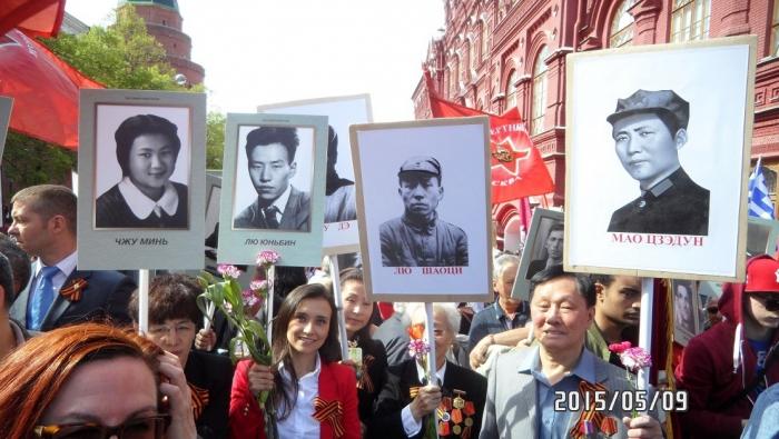 Китайские участники акции «Бессмертный полк»