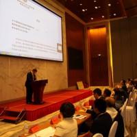 На трибуне форума - исполнительный председатель Китайской ассоциации по развитию предприятий за рубежом Чжэн Шуай