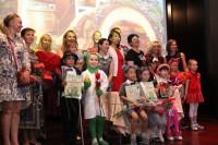 Маленьких артистов наградили памятными грамотами и вручили цветы