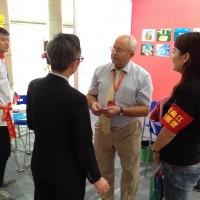 与西安外国语大学的学生志愿者一起С волонтерами – студентами Сианьского университета иностранных языков