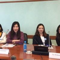 中方来宾参与全体会议Китайские гости принимают участие в пленарном заседании