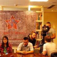测试参与者接受采访Интервью у участника тестирования