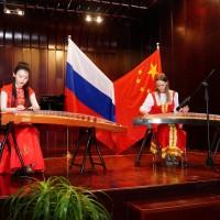 古筝弹奏Игра на китайском инструменте гучжэне