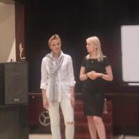 讲师叶莲娜.库济娜(左侧)Педагог Елена Кузина (слева)