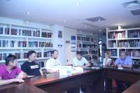 与会人士交流中Участники рабочей встречи в ходе общения