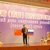 张佳男表演萨克斯独奏Соло на саксофоне исполняет Чжан Цзянань