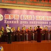 留苏分会合唱团演绎歌曲《纺织姑娘》Сводный хор КАВС исполнят песню «В низенькой светелке»