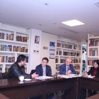 参与代表处商务会谈的人士Участники деловой встречи в представительстве