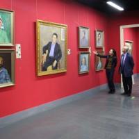 张双双介绍俄罗斯画家作品Чжан Шуаншуан рассказывает о картинах российских художников