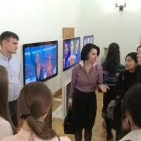 与俄罗斯留学生的会面中В ходе встречи с российскими студентами