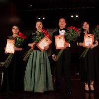 俄罗斯文化中心为每位演出人员颁发了参演证书 Каждый артист был отмечен грамотой РКЦ