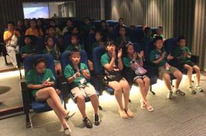 放映厅内的多媒体推介Во время презентации в кинозале