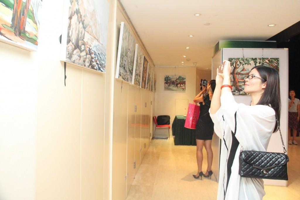中心来宾观展期间 Посетители РКЦ во время выставки