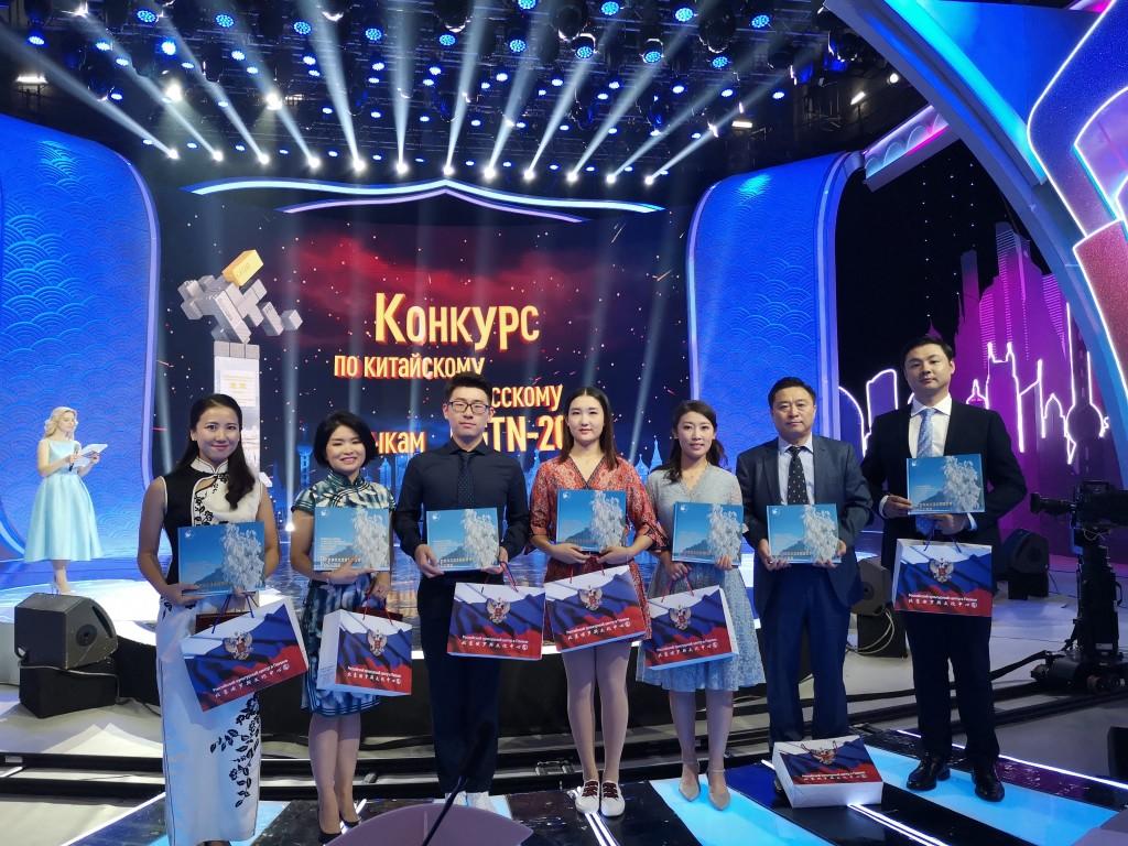 俄罗斯文化中心赠予参赛选手的纪念奖品 Подарки участникам конкурса от РКЦ
