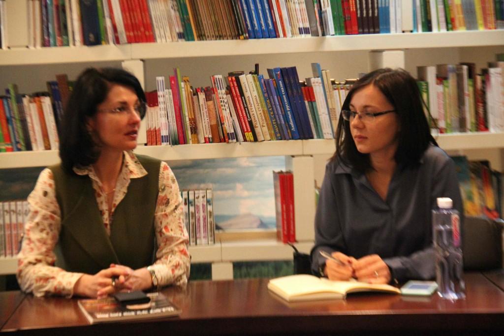 造访文化中心的俄罗斯留学生会代表 В ходе беседы