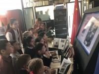 了解专题书展和电子展示 Знакомство с тематической книжной и электронной выставкой