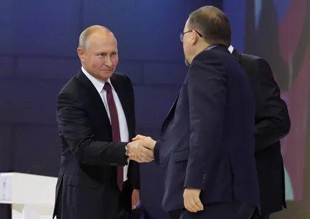 Приветствие Президента РФ В.Путина председателя ВКСРС М.Дроздова