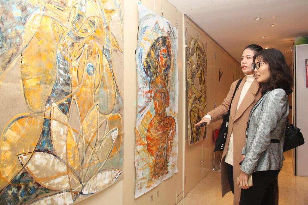 伊琳娜.王的文艺节目 Выставка картин Ирины Ванн и Цзинь Синши