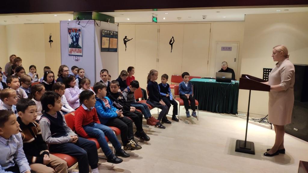 Урок мужества для учеников средней школы при Посольстве России и слушателей курсов начального образования по программе общеобразовательной школы при РКЦ