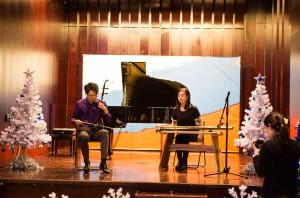 吴雪盟与陈宇晟演绎中国古琴、二胡二重奏 Совместное выступление на китайском щипковом инструменте гуцинь и на традиционном струнном инструменте эрху в исполении У Сюэмэн и Чэнь Юйшэна