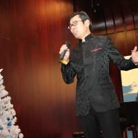 中心员工演唱歌曲《化装舞会》Песня «Маскарад» в исполнении сотрудника РКЦ
