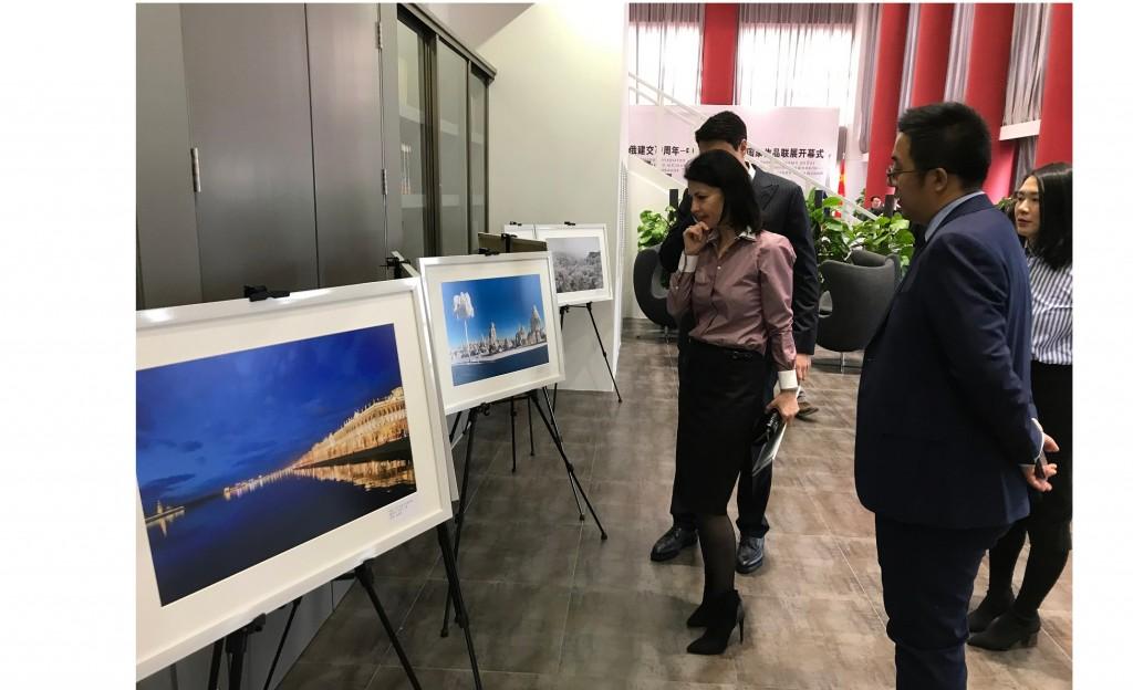 В Пекине открылась выставка национальных работ стран Великого шелкового пути фотохудожников из России и Китая