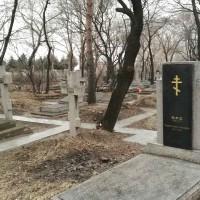 视察皇山公墓期间 Во время осмотра захоронений кладбища Хуаншань
