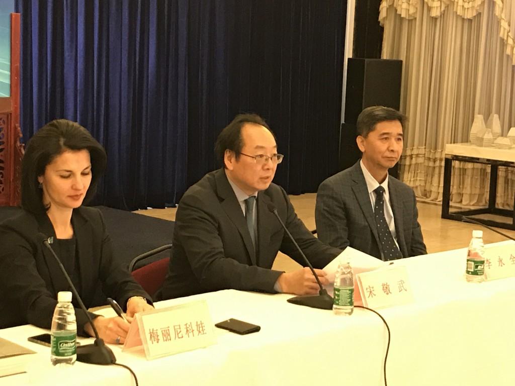 В президиуме Сун Цзину, О.А. Мельникова, Ли Юнцюань. Выступление Сун Цзину