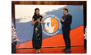 Совместное исполнение песни «Я люблю тебя, Китай» с китайской исполнительницей Ли Хунъян