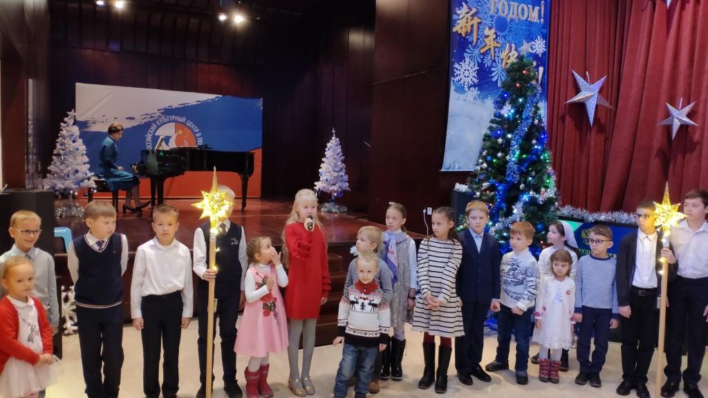 Рождественская песня от юных исполнителей.