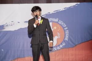 Ромиз Эгамзод читает отрывок из поэмы таджикского поэта Мумина Каноат «Голоса Сталинграда»