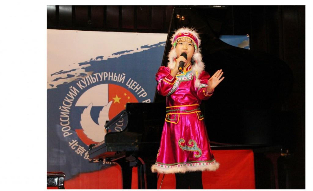 Хоу Ичэнь выступает с народной песней