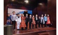 Юные музыканты исполняют китайскую традиционную песню «Жасмин»