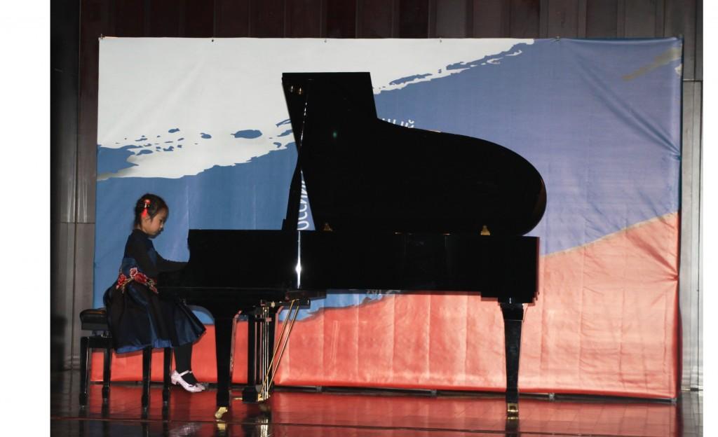 Чэнь Сыюн исполняет отрывок из композиции «Вальс №2» Д.Д.Шостоковича
