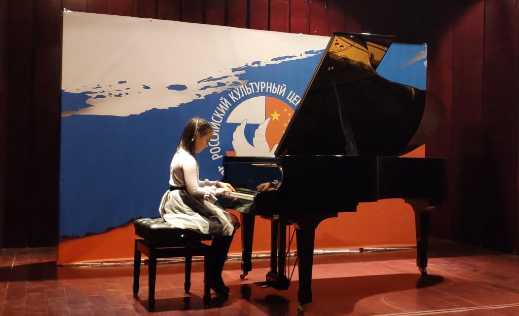 Отрывок из балета «Спящая красавица» П.П.Чайковского в исполнении Гу Сунъюй