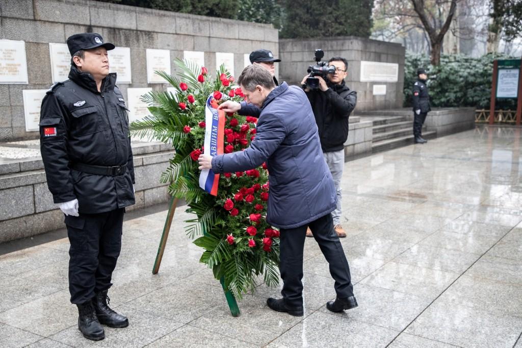 Церемония возложения венков к Памятнику советским летчикам-добровольцам