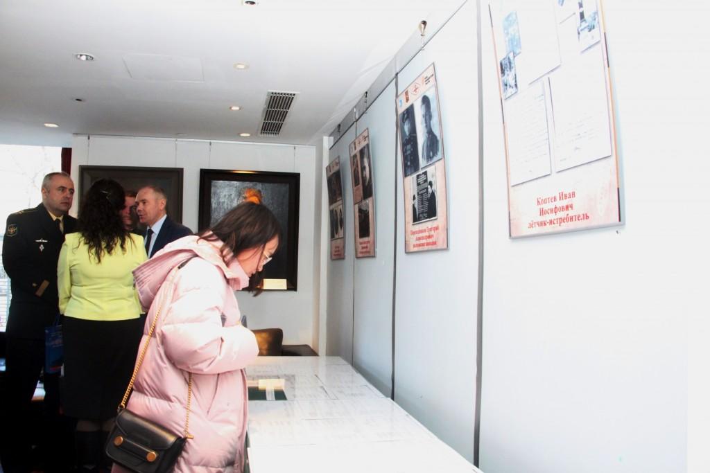 9.Выставка архивных документов и фотографий из семейных архивов потомков советских летчиков