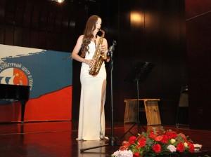 斯韦特兰娜.尤尔琴科表演《串烧》 Светлана Юрченко исполняет «Поппури»