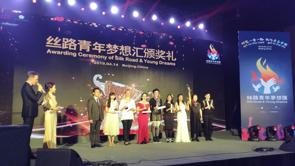 Награждение победителей соревнования мастеров песочной анимации