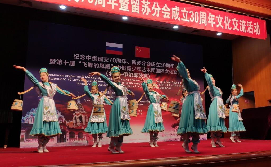 Школа танца «Байкал-Идель» исполняет «Танец девчат»