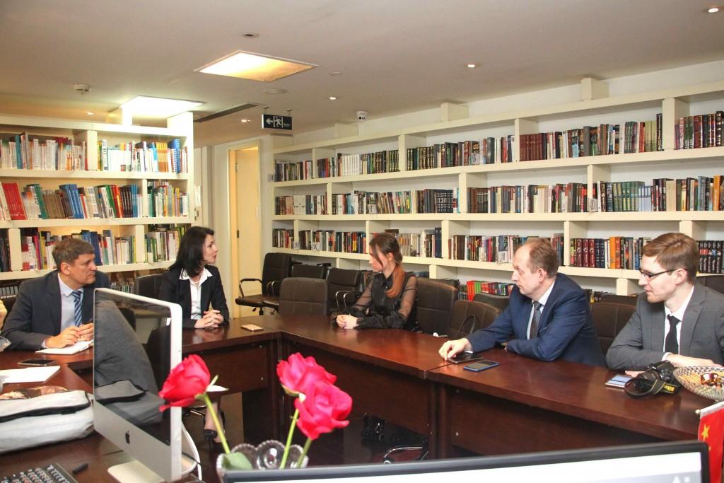 Руководитель РКЦ О.А.Мельникова рассказывает о продвижении российского образования в Китае