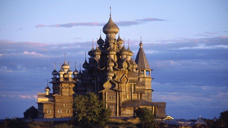 Архитектурный ансамбль Кижского погоста 基日岛的木结构教堂