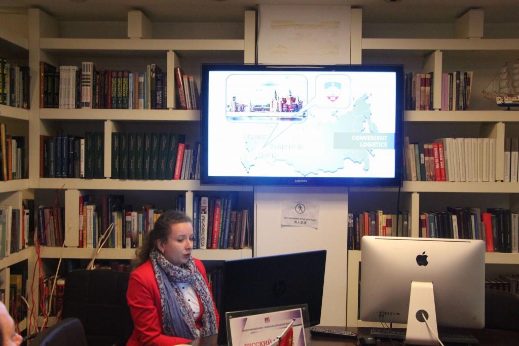 Презентацию ВГУЭС проводит Наталья Канашина