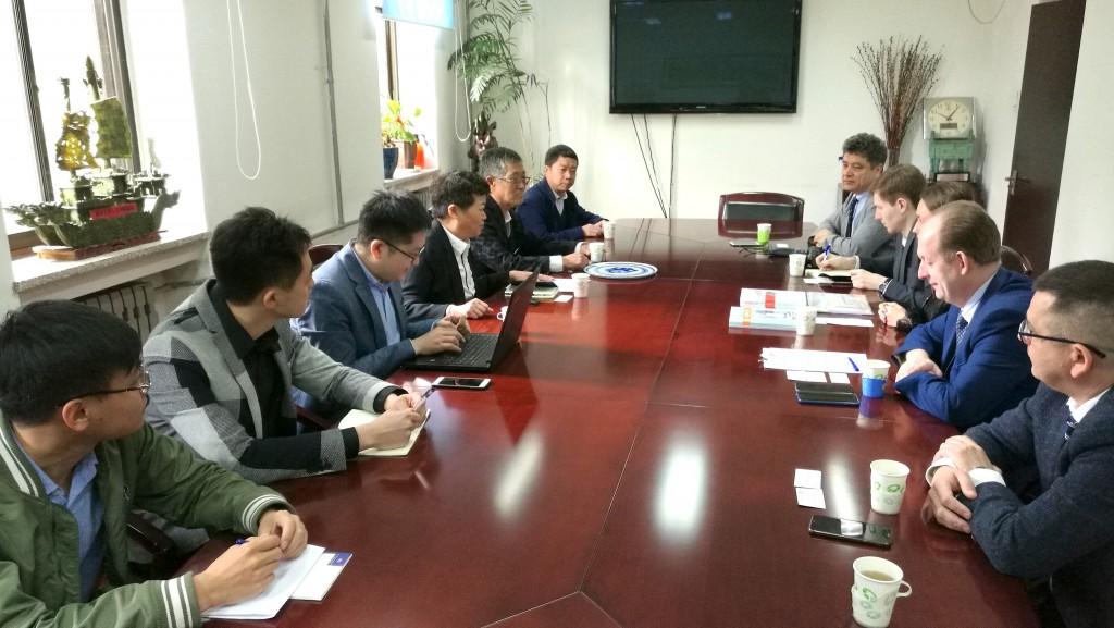 在清华大学举行的会谈期间 На встрече в Университете Цинхуа