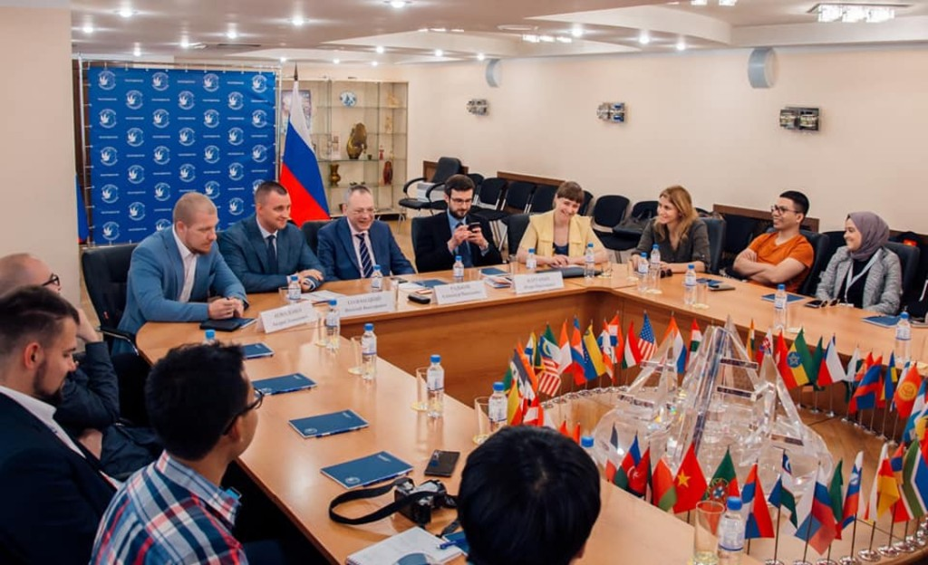 与俄罗斯国际人文合作署领导层的座谈 Встреча с руководством Россотрудничества