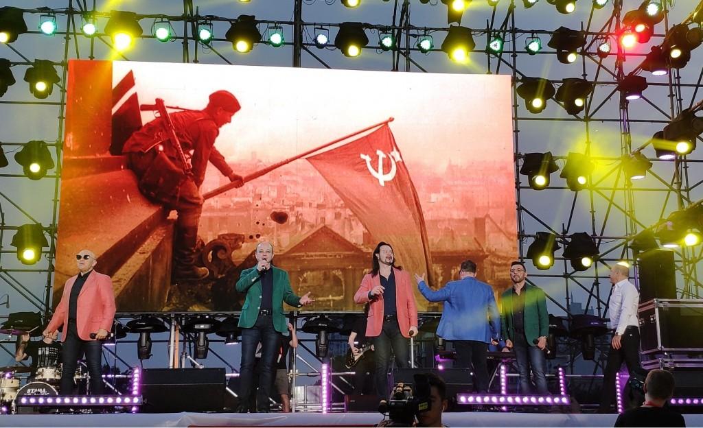 歌曲《走了个柏林来的兵》演唱  Исполнение песни «Шел солдат из Берлина»