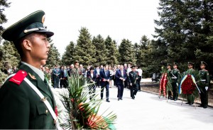 向张北苏蒙联军烈士纪念塔献花 Возложение цветов к мемориалу советским и монгольским военнослужащим