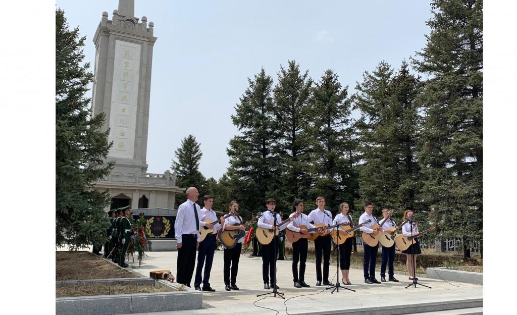 俄罗斯驻华使馆学校学生表演  Выступление учащихся школы при Посольстве России в КНР